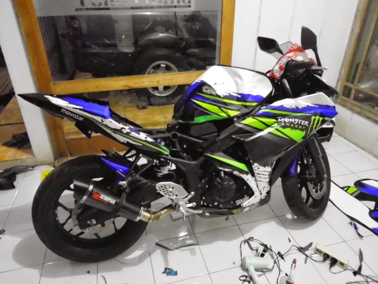 Membalut motor yamaha r25 dengan tampilan ala moto gp barometer