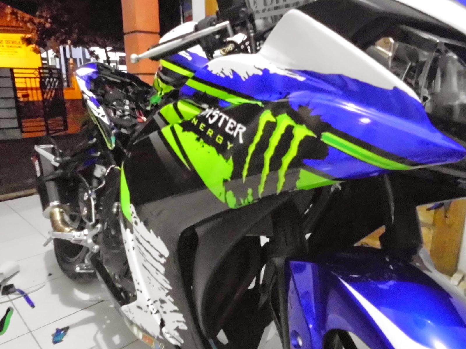Ini adalah preview design sticker striping untuk yamaha r25 dengan motif khas motogp dengan dimodifikasi sesuai keinginan pemilik
